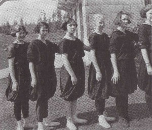 Girls 1923 basketball team