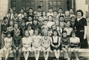 Mrs. Fuller's 3rd grade class, April 1944