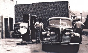 Van Cleve Motor (Pappy filling the car)