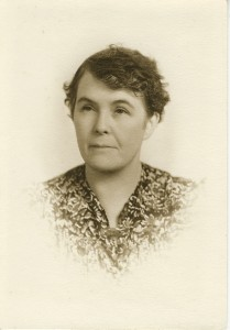 Hettie Williams as an older woman