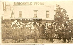 Fourth of July 1924, outside Red and White
