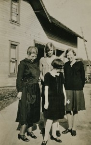 LtoR: Anna Peterson, Helen Peterson, Alice Peterson, Pearl Peterson